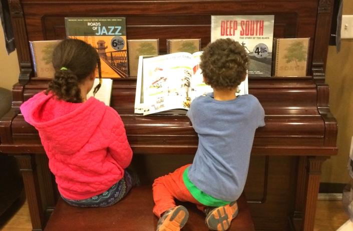 kids at piano